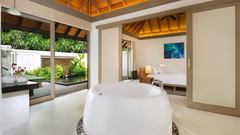 ja manafaru one bedroom beach suite bathtub